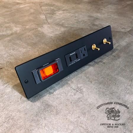 鋁合金消光霧黑面板 (290x70x5mm)1緊急壓扣1雙槽USB加插座2復古黃銅開關