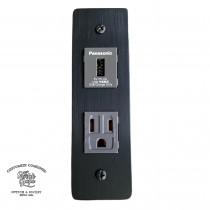 陽極拉絲黑直式2.0快充USB加附接地插座