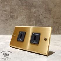 黃銅面板2USB插座(快速型)合計4A
