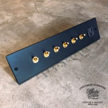 鋁合金消光霧黑面板 (290x70x5mm)6復古黃銅開關1附接地插座