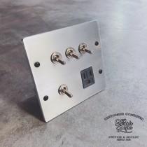 鋁合金手工研磨復古4開加附接地單插